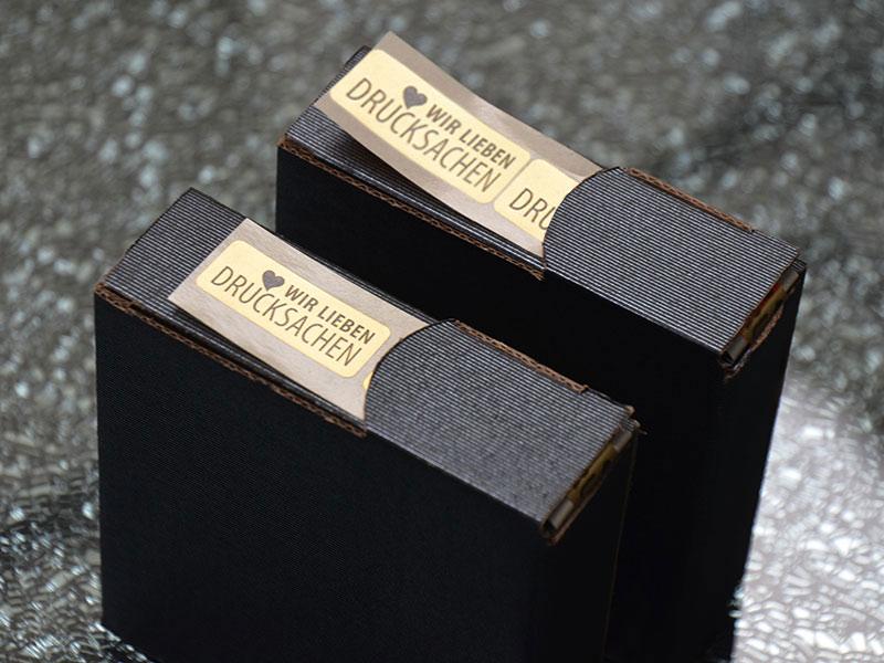 etiketten auf rolle gold drucken schnell g nstig. Black Bedroom Furniture Sets. Home Design Ideas