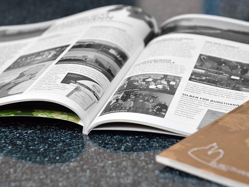 Kataloge klebegeb. Inhalt 1-farbig s/w